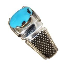 انگشتر فیروزه نیشابور آبی پر رنگ طرح صفوی قلم کاری شده