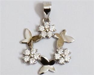 مدال توگردنی نقره طرح سه گل و پروانه