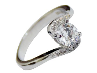 انگشتر نقره طرح تک نگین هلالی جواهری با نگین های زیرکونیا و روکش طلا سفید