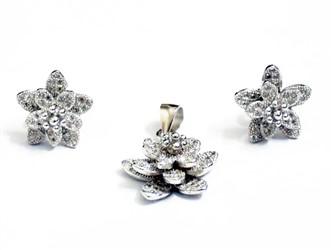 نیم ست نقره طرح گل برجسته جواهری زیرکونیا و روکش طلا سفید