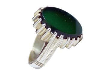 انگشتر نقره عقیق سبز مشهد بیضی طرح چنگ دار با بالاترین عیار نقره 925