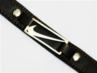 دستبند اسپرت چرم با پلاک نقره طرح نایک با بالاترین عیار نقره 925